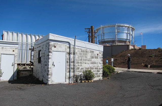 ハワイ・ハレアカラ山頂の改造前の観測所。