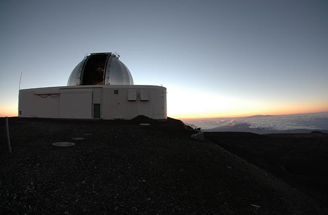 マウナケア山頂のNASA 3m赤外惑星望遠鏡。